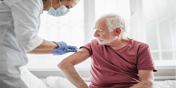 عوارض جانبی واکسن کرونا در سالمندان چیست؟